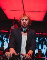 DJ ở TP.HCM chơi nhạc trên ban công tặng hàng xóm