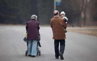Tại sao trẻ càng lớn càng ít muốn sang nhà bà ngoại? Mẹ phải tìm ra nguyên nhân trước, đừng đổ lỗi cho bé