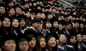 Việc làm khan hiếm mùa dịch, người trẻ Trung Quốc đổ xô thi công chức