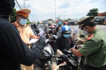 HỎI - ĐÁP về dịch COVID-19: Ai ra Đà Nẵng, vào lại Quảng Nam mà không bị cách ly?