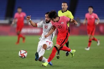 Olympic Hàn Quốc thảm bại 3-6, rơi nước mắt chia tay Thế vận hội Tokyo