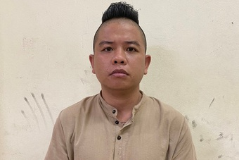 """Vụ """"thánh chửi"""" Dương Minh Tuyền bay lắc ở quán hát: Khởi tố 5 đối tượng"""