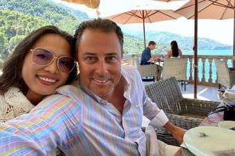 Hoa hậu Ngọc Khánh mặc giản dị ăn mừng sinh nhật bên cạnh chồng Tây