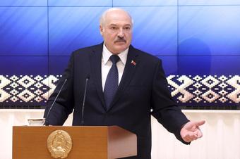 """Vì sao Tổng thống Lukashenko bất ngờ gay gắt phát thông điệp """"rước quân Nga"""" vào Belarus?"""