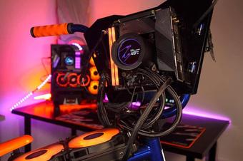 Modder biến xe đạp BMX thành PC Gaming cực khủng, có thể đạp đi chơi khắp nơi
