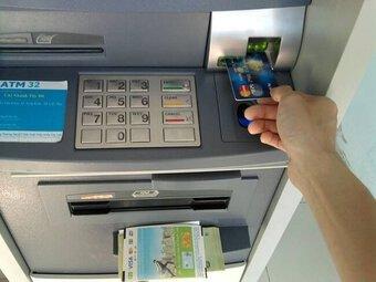 Yêu cầu giảm phí giao dịch trên ATM, POS, chuyển khoản liên ngân hàng