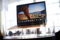 MacBook M1 bị phàn nàn màn hình dễ nứt