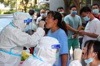 Lao công bệnh viện điều trị COVID-19 làm lây dịch tại thành phố 10 triệu dân