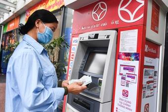 Giảm phí chuyển khoản liên ngân hàng từ tháng 8