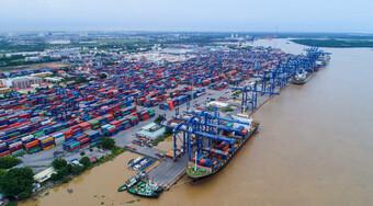 Khẩn trương xử lý tình trạng hàng tồn đọng tại cảng Cát Lái