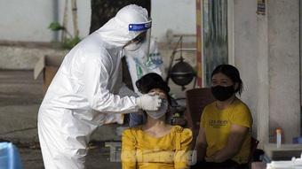 Hà Nội ''khẩn thiết'' đề nghị người ho, sốt, khó thở đi xét nghiệm SARS-CoV-2