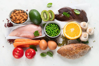 """Những dấu hiệu """"tố"""" cơ thể bạn đang thiếu vitamin nghiêm trọng"""