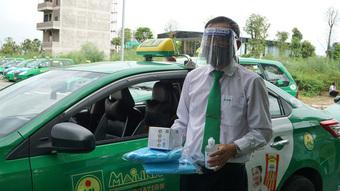 Hà Nội cho phép 200 taxi hoạt động để vận chuyển bệnh nhân
