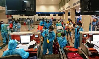 Hai chuyến bay miễn phí chở 380 người dân Quảng Nam khó khăn từ TP.HCM về quê