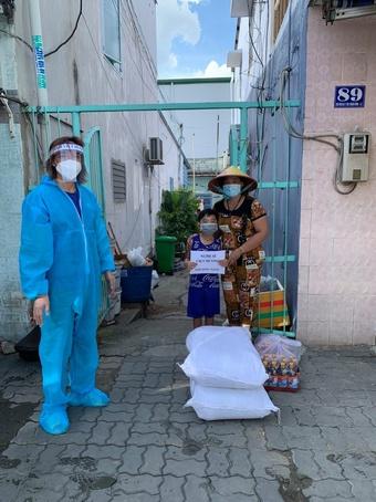 Việt Hương: Vợ chồng tôi dùng tiền tổ chức tiệc kỷ niệm ngày cưới làm từ thiện