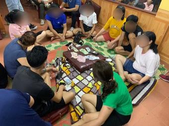 Cao Bằng: Bất chấp dịch bệnh, nhiều cán bộ xã tụ tập đánh bạc