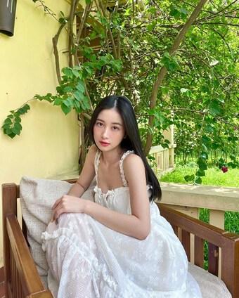 Khánh Linh, Chi Pu và dàn sao Việt lên đồ sành điệu tại gia