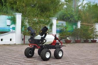 Xem robot ở Cần Thơ phun khử khuẩn thay người