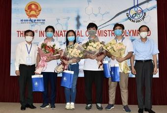 Việt Nam giành 3 Huy chương Vàng Olympic Hóa học quốc tế 2021