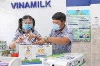 Vinamilk triển khai chương trình hỗ trợ quà tặng để trợ giá mùa dịch lên đến gần 170 tỷ đồng