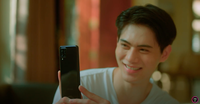 """Cộng đồng mạng soi ra """"cục sạn"""" to đùng trong MV mới của Lê Bảo Bình, điện thoại một đằng, tin nhắn một nẻo?"""