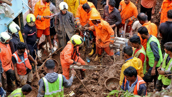 Mưa lớn gây sạt lở đất, sập đổ các tòa nhà ở miền Bắc Ấn Độ