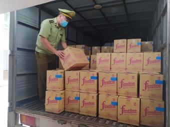 Quản lý thị trường Thái Nguyên thu giữ trên 1.000 can nước giặt hiệu D-nee, FineLine