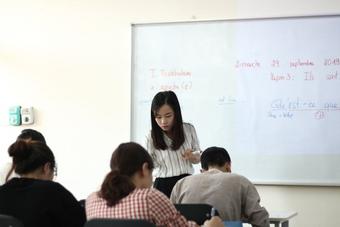 """Ồn ào chấn động Vietnam's Got Talent: Mẹ con cô bé """"hát 6 thứ tiếng"""" lên tiếng kêu oan, viết thư cầu cứu vì bị """"ném đá""""!"""