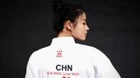 Mê mẩn trước vẻ đẹp như một nàng tiên của võ sĩ Trung Quốc