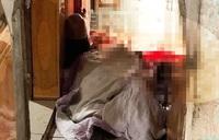 Mâu thuẫn trong bữa trưa, chồng đâm vợ tử vong