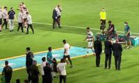 Ronaldo ném và đá băng thủ quân Bồ Đào Nha