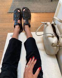 Phong cách sandal rọ là xu hướng giày bạn nên cập nhật mùa này