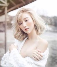 """Quỳnh Anh Shyn """"lột xác"""" sau 1 thập kỷ nổi tiếng, vững vị trí hot girl số 1"""