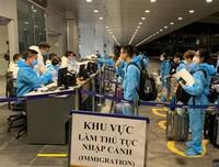 """Mới: Việt Nam giảm thời gian cách ly tập trung với người nhập cảnh có """"hộ chiếu vaccine"""""""