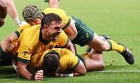 """Cầu thủ Australia gây sốc khi """"tẩn nhau"""" trên chuyến bay về nước"""