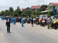 Quảng Bình bố trí xe khách trung chuyển người dân từ phía Nam chạy xe máy về quê