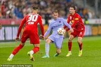 Ngôi sao Đan Mạch ghi bàn may mắn, Barcelona vẫn nhận thất bại cay đắng