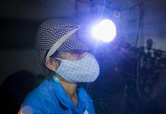 Một ngày được tặng 5 xe máy và hành động ấm lòng của nữ lao công bị cướp xe