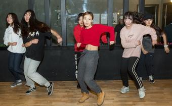 Lò đào tạo idol thay thế trường học ở Hàn Quốc