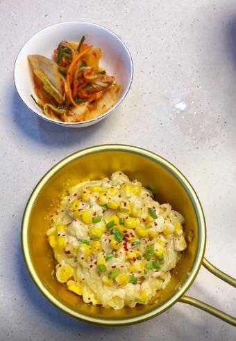 """Mì tôm với trứng mà kết hợp cùng nguyên liệu quen thuộc này sẽ tạo thành món """"mì Ý"""" ngon xuất sắc!"""