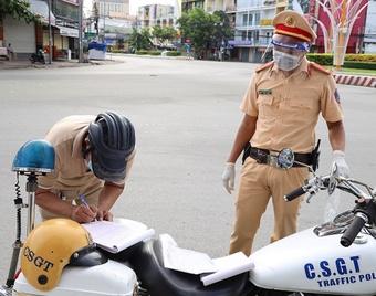 Nam sinh viên khiếu nại việc bị phạt vì 'ra đường không cần thiết'