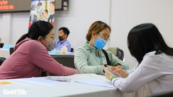 TPHCM: Người trong khu phong tỏa được nhận trợ cấp thất nghiệp tại nhà