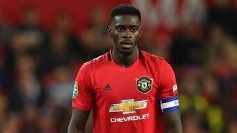 Thêm một trung vệ ký hợp đồng với Man Utd