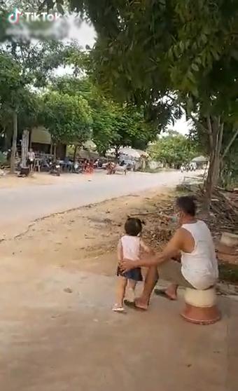 Con từ Sài Gòn về thẳng khu cách ly, bố mẹ chờ để nhìn cho đỡ nhớ