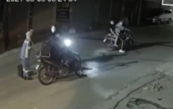 Hà Nội: Nữ công nhân môi trường bị chặn đường, cướp xe máy trong đêm