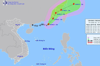Bão số 4 gây mưa trên biển, nắng nóng vẫn kéo dài ở miền Bắc