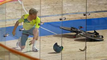 Tai nạn ''khó đỡ'' tại Olympic Tokyo: Gãy tay lái khi đang đua xe