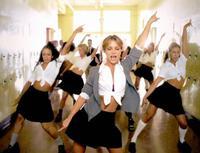 Britney Spears 'đi trước thời đại': Gen Z chuộng mốt 2 thập kỷ trước