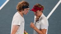 Bộ đôi quần vợt nước Nga tình tứ trong trận chung kết Olympic Tokyo
