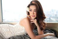 Hoa hậu Khánh Vân cuốn hút trong bộ ảnh mang thông điệp: ''Cây nhà lá vườn - ở nhà vẫn đẹp''